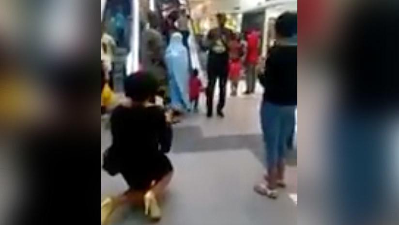 Ni felices ni perdices: Mujer pide matrimonio de rodillas, pero es rechazada (DRAMÁTICO VIDEO)