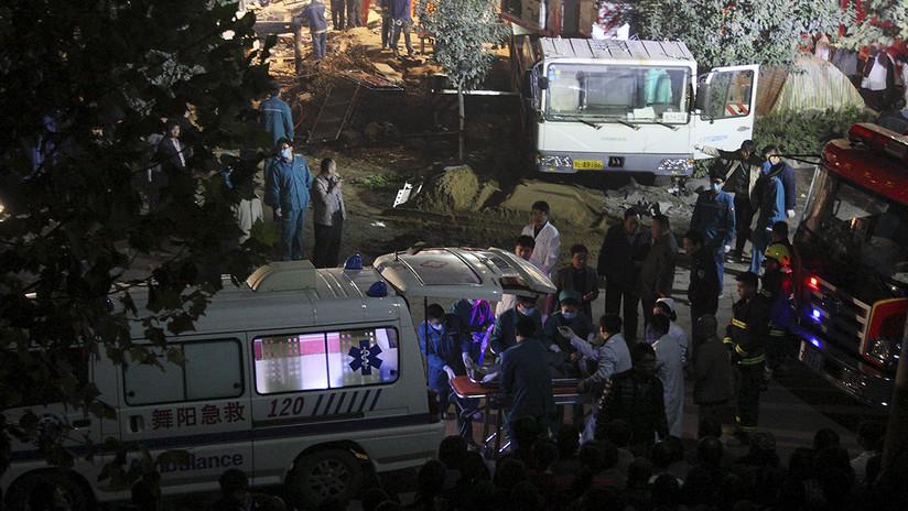 Un autobús con 54 ocupantes se vuelca en una autovía en el sur de China (FOTOS)
