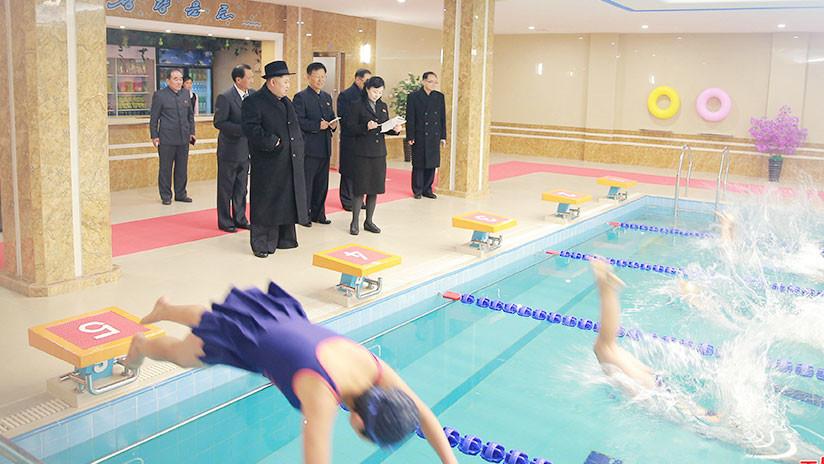 Kim Jong-un visita una universidad en Pionyang y causa furor entre las estudiantes (FOTO)