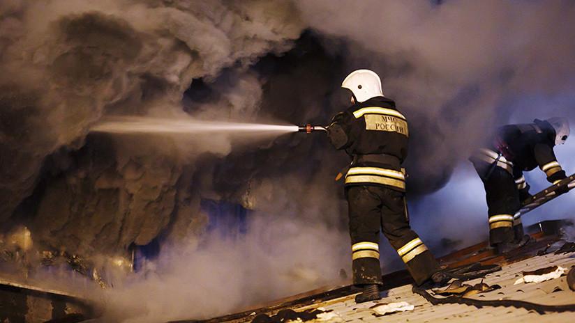 A vista de dron: Un incendio se desata en el mayor mercado de Moscú (VIDEO)