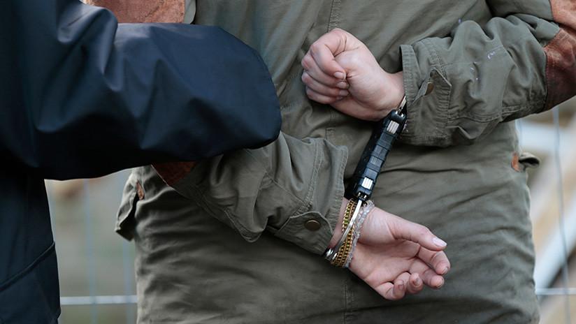 EE.UU.: La familia que esposó a 13 hijos dejó huellas de tortura en dos viviendas