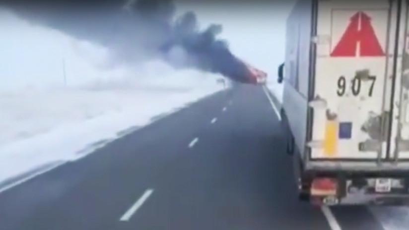 Más de 50 personas mueren calcinadas en un autobús en Kazajistán (FOTO, VIDEO)