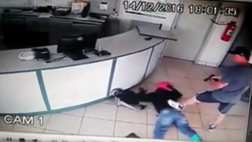 VIDEO: La increíble puntería de un policía impide el atraco a una gasolinera de Brasil