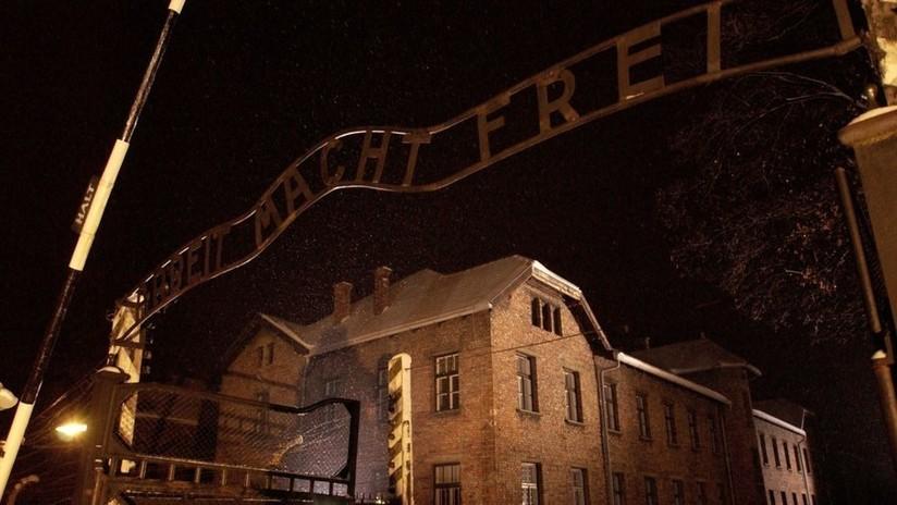 Penas de cárcel y multas por una protesta nudista con sacrificio animal en Auschwitz