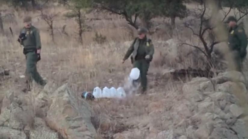 Agentes fronterizos de EE.UU. llevan años derramando el agua destinada a migrantes ilegales (VIDEO)