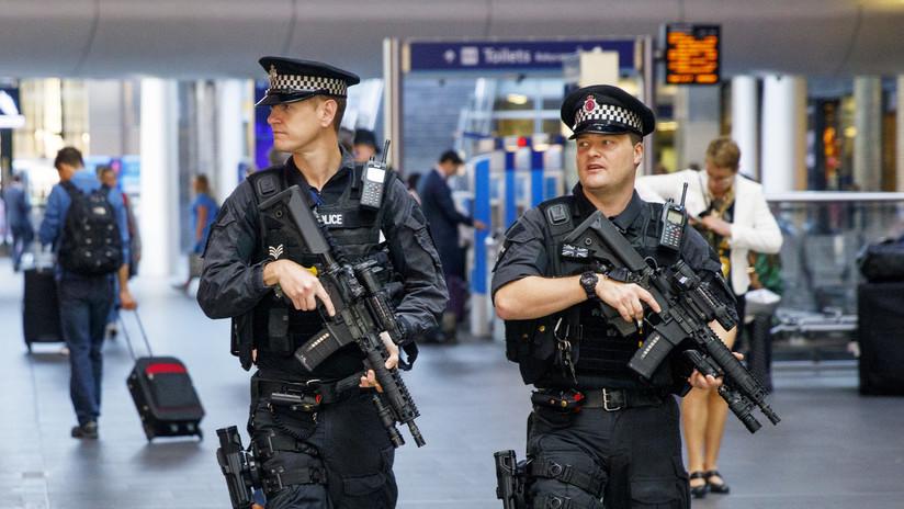 Cierran una estación del metro en Londres al hallarse un paquete sospechoso