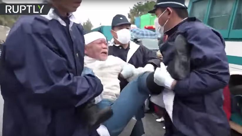 VIDEO: La Policía desaloja una protesta contra una nueva base de EE.UU. en Japón