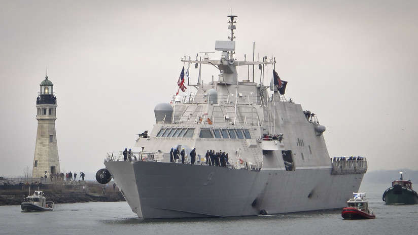 FOTO: Un novísimo buque de la Armada de EE.UU. encalla en el hielo en un puerto canadiense