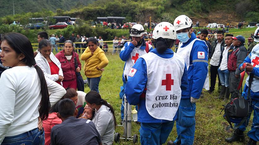 Al menos 13 muertos al sepultar alud un autobús en Colombia