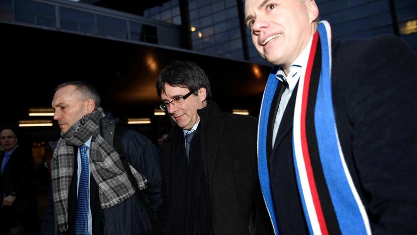 Puigdemont aterriza en Dinamarca pese a que puede ser detenido