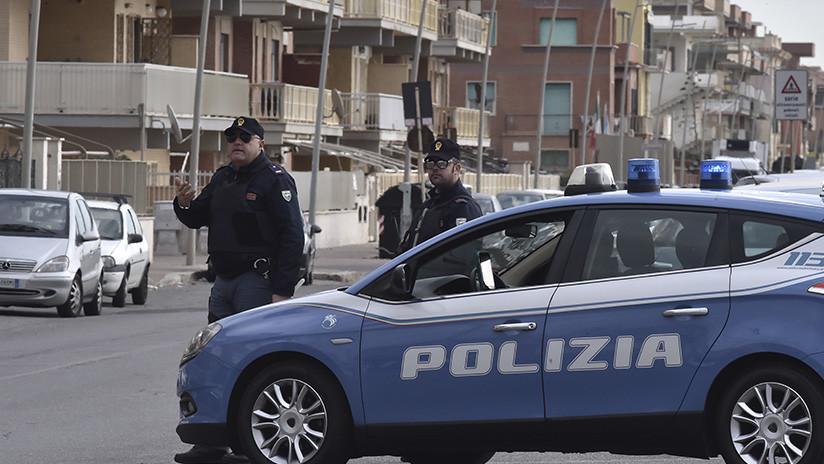Un italiano se atrinchera en su apartamento y dispara contra la multitud desde el balcón