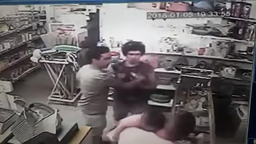 Argentina: Un bebé recibe un fuerte puñetazo en medio de una pelea (FUERTES IMÁGENES)