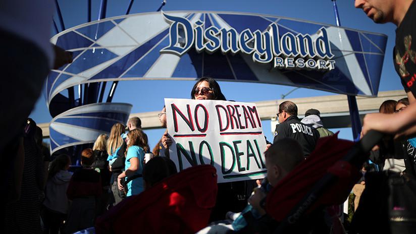 EE.UU.: Protestas bloquean la entrada a Disneyland