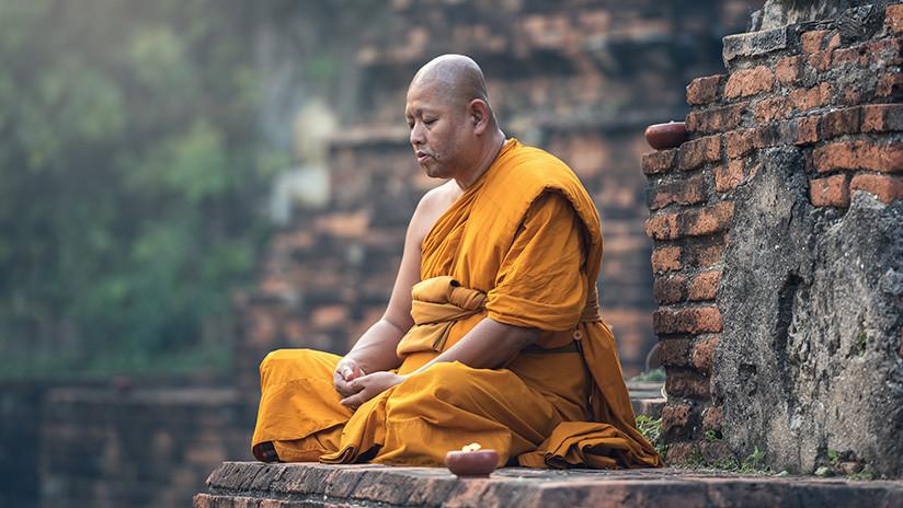 FOTO: Un monje budista 'sonríe' dos meses después de su muerte