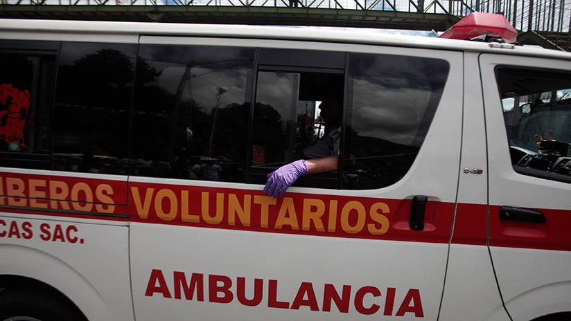 Al menos 8 muertos al caer un autobús por un barranco en Guatemala