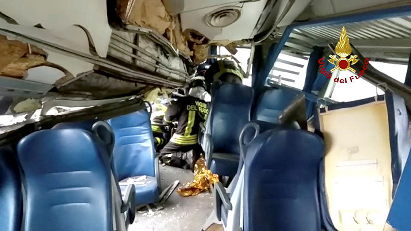 VIDEO: Así se deformó el interior del tren descarrilado cerca de Milán