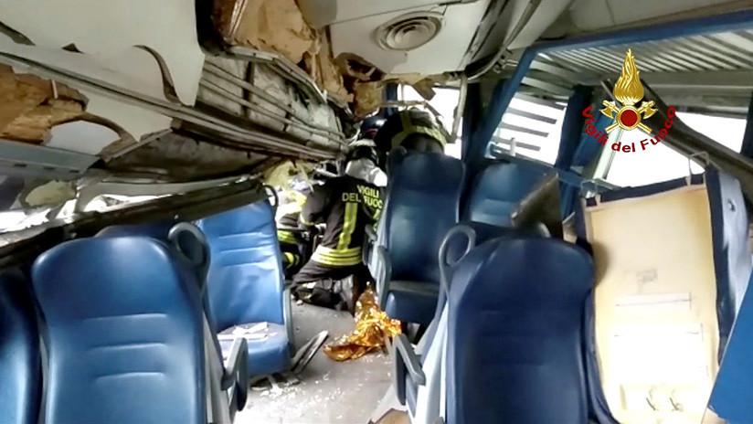 VIDEO: Así se deformó el interior del tren descarrilado cerca de Milán