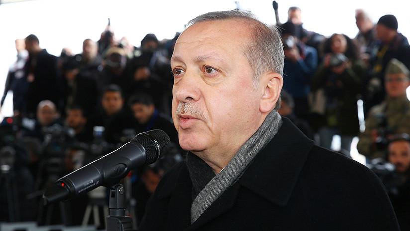 Erdogan llega a la frontera con Siria para pasar revista a las tropas turcas