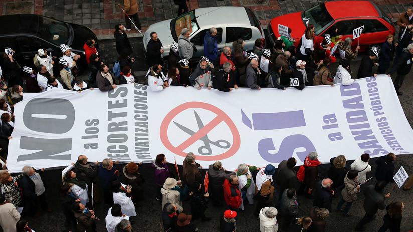 España: La 'marea blanca' se manifiesta contra las listas de espera en la sanidad pública