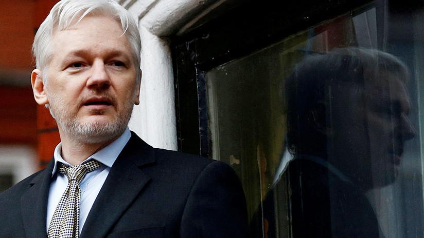 """Reino Unido: Assange es libre """"hipotéticamente"""" si logra recurrir la orden de detención"""