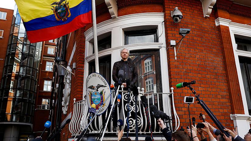Posponen la decisión judicial sobre la detención de Assange
