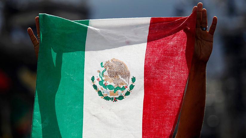 'País subdesarrollado': españoles ebrios prorrumpen en insultos tras 'mordida' policial en Cancún