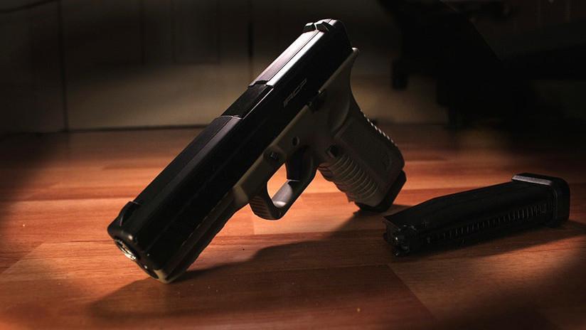 Un padre decepcionado con el sistema educativo en EE.UU. decide 'recurrir a las armas'