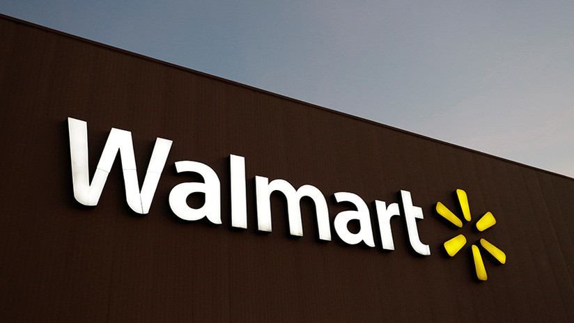 """Escándalo en Walmart: Un empleado grabó a un chico de doce años en el baño por """"curiosidad"""""""