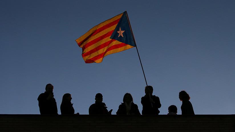 Tres ex 'concellers' catalanes renuncian a sus actas de diputado en apoyo a Puigdemont