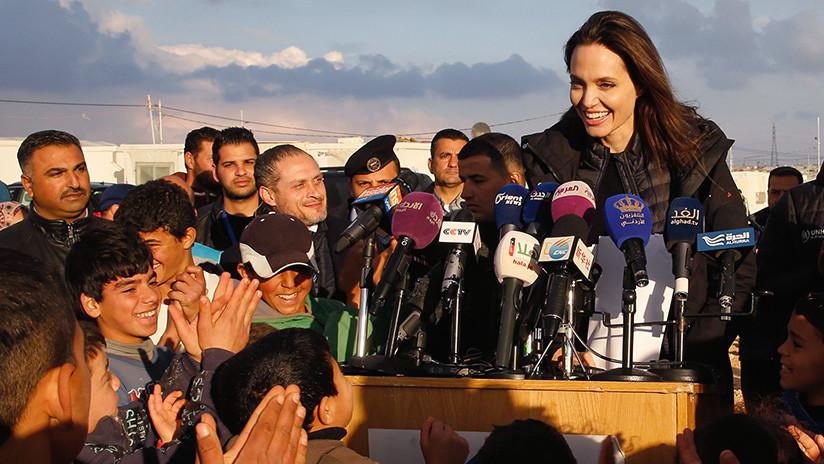 Angelina Jolie visita un campo de refugiados sirios en Jordania