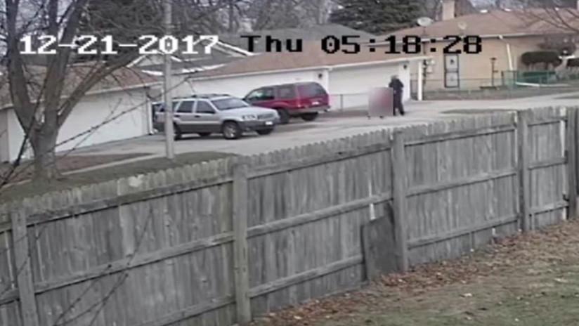 Secuestran a una adolescente ante una cámara de vigilancia (VIDEO)