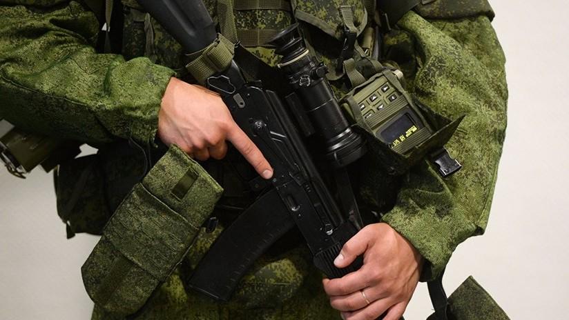 El Ministerio de Defensa de Rusia recibe los nuevos rifles de asalto AK-12 y AK-15 (VIDEO)