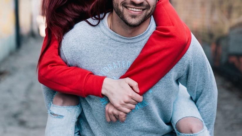 """Confirmado: Los hombres con pareja atraen más a las mujeres por su """"alta calidad"""""""