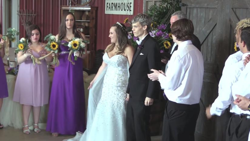 Video emocionante: Un adolescente al que le quedan pocas semanas de vida se casa con su gran amor