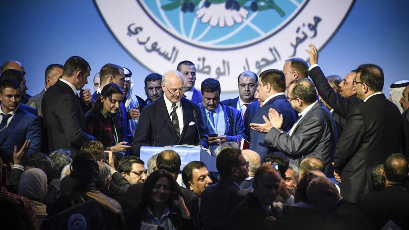 """De Mistura: """"El comité de reforma constitucional siria se ha creado en Sochi"""""""