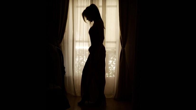 Una brasileña de 19 años subasta su virginidad para comprarle una casa a su madre