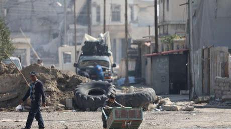 Una calle en una zona controlada por las fuerzas iraquíes en Mosul el 30 de marzo de 2017, durante el conflicto.