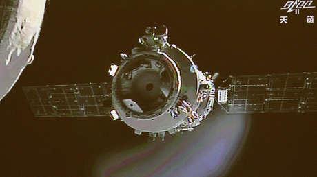 La nave espacial china Shenzhou-9 se desacopla del laboratorio espacial Tiangong-1 el 24 de junio de 2012.