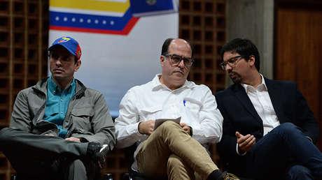 Los opositores venezolanos Henrique Capriles, Julio Borges y Freddy Guevara en Caracas el 6 de agosto de 2017.