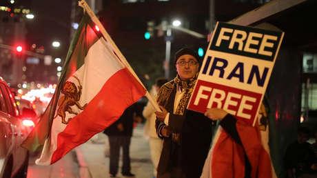 Protestas en Los Ángeles, California (EE.UU.) en apoyo a los manifestantes antigubernamentales en Irán.