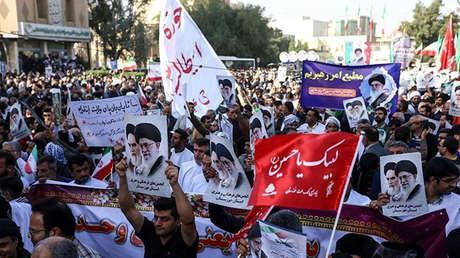 Cientos de iraníes participan en marchas progubernamentales. Irán, el 3 de enero de 2018.