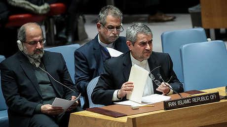 El embajador iraní en la ONU, Gholamali Khoshroo (derecha), durante la reunión del Consejo de Seguridad el 5 de enero de 2018.