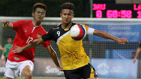Faiq Jefri Bolkiah durante un encuentro disputado el 31 de mayo de 2015 entre las selecciones nacionales de fútbol de Brunéi y Laos.