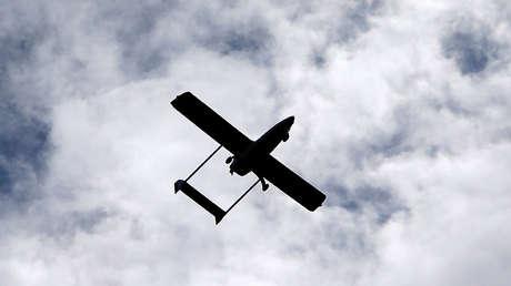 Un vehículo aéreo no tripulado sobrevuela el aeropuerto de Vodochody cerca de Praga, República Checa, el 15 de mayo de 2017.