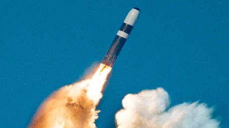 Un misil Trident II es lanzado desde un submarino de clase Ohio