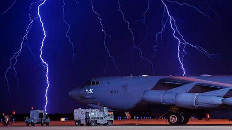 Un bombardero B-52H en la base aérea de Minot, Dakota del Norte, EE.UU.
