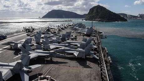 El portaaviones USS Ronald Reagan maniobra al este de la península coreana, el 21 de octubre de 2017.