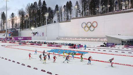 Carrera de relevos de la prueba de biatlón femenino durante los JJ.OO. de Invierno 2014 en Sochi (Rusia).