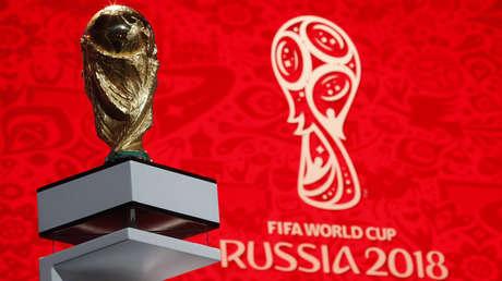 El trofeo de la Copa del Mundo se exhibe en Moscú, Rusia 29 de noviembre de 2017.