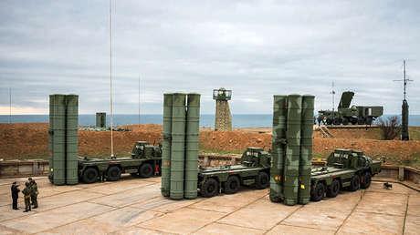 Las lanzaderas y el radar del sistema S-400 ruso